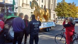 Trojanisches TTIP-Protest-Pferd vor dem Deutschen Bundestag